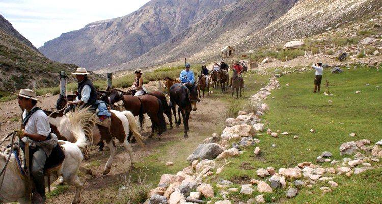 Cabalgata en la Cordillera Mendocina