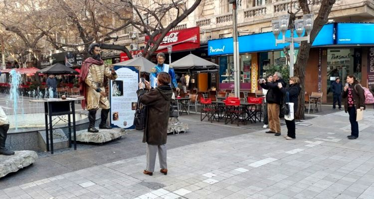 turistas en la peatonal