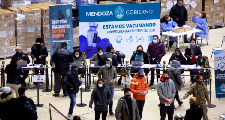 Mendoza vacunó a trabajadores del turismo y la gastronomía